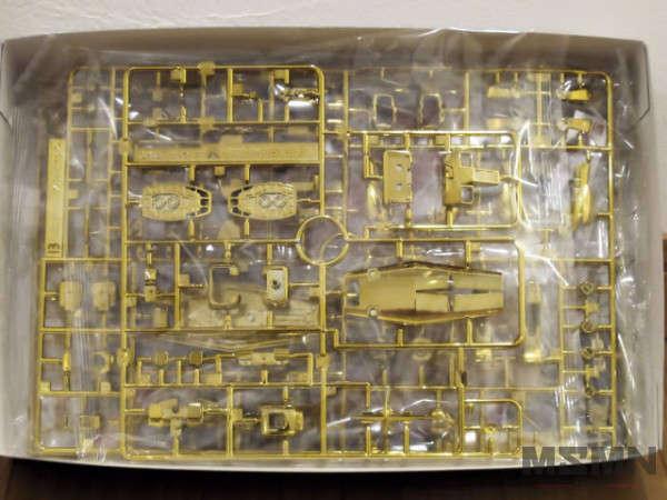 the-gundam-base-limited-prize-rx-78-2-gundam-gold-coating-01