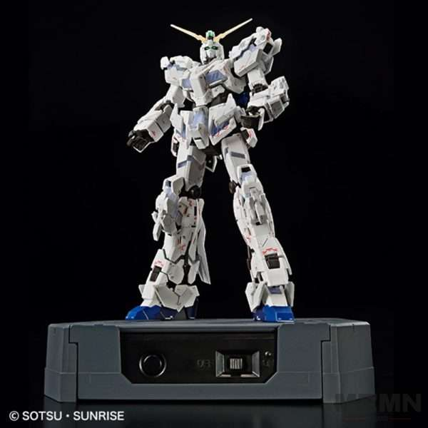 rg-1144-unicorn-gundam-destroy-mode-lighting-model-vertwc_06